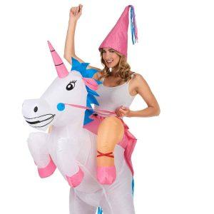 difraces de carnaval montando unicornio